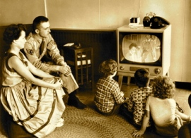 50s-family-watching-tv