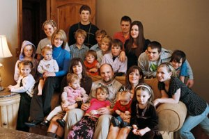 This plural family, all parents being heterosexual, from a Mormon background faces larger challenges in their tradtional monogamous hetero neigborhood and town.