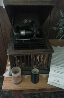 m1-edison-amberola-phonograph_1