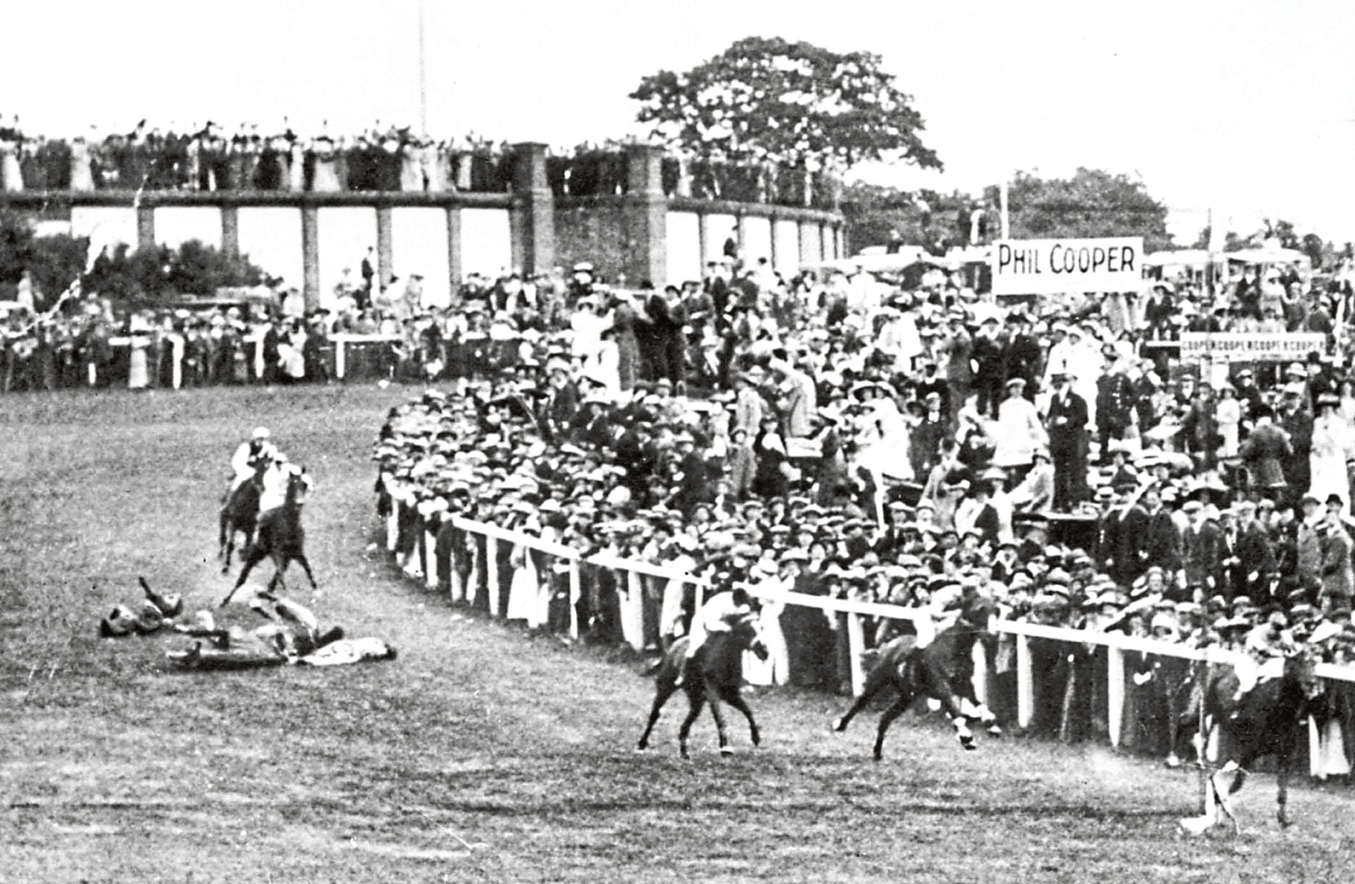 Horse Racing - The Derby Stakes - Epsom - Suffragette Protest - 1913